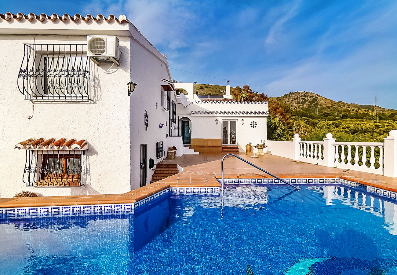 Villa in Nerja - Villa Isabel Private Pool Casasol